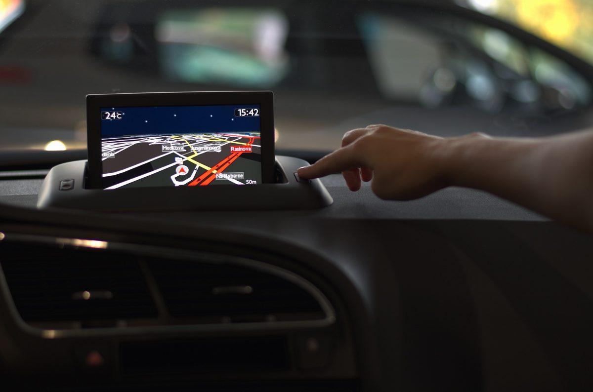 Face viața ușoară cu sistemul de urmărire GPS Letstrak